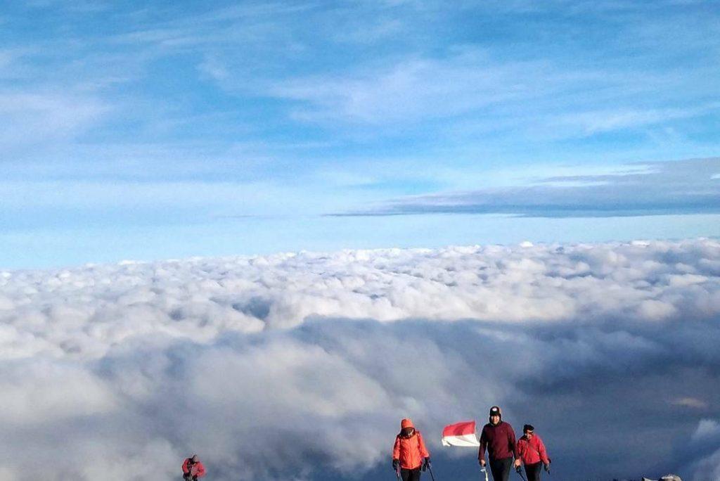 Inilah! Pesona Gunung Semeru yang menjadi Favorit Para Pendaki