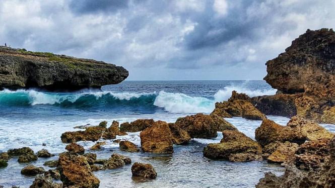 5 Wisata Pantai Tersembunyi di Malang, Keren Banget